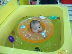 宝宝去游泳池有诸多注意事项